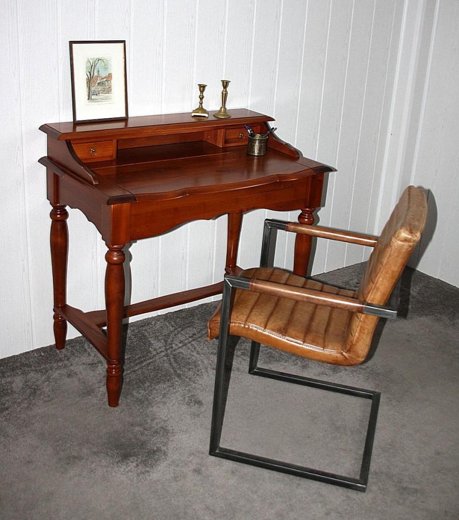 italienischer sekret r kirschbaumfarben schreibtisch. Black Bedroom Furniture Sets. Home Design Ideas