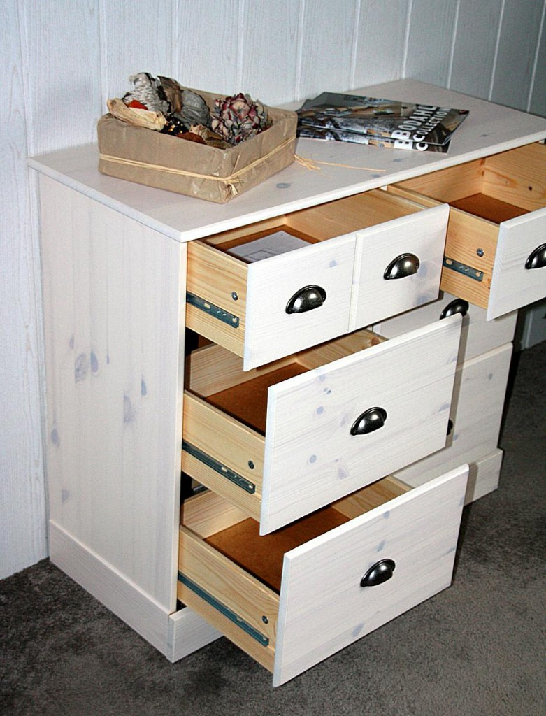 hohe massiv kommode schubladen innenr ume und m bel ideen. Black Bedroom Furniture Sets. Home Design Ideas