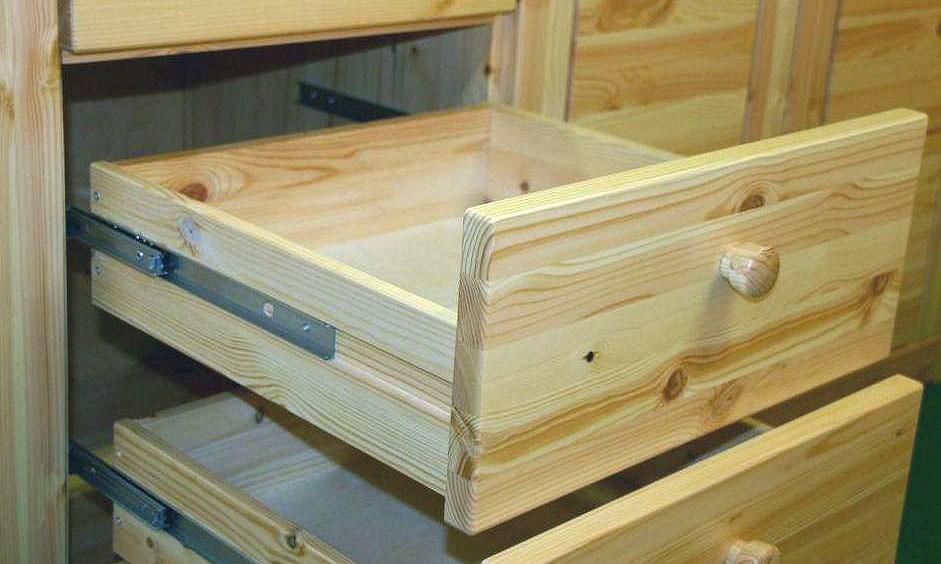 massivholz schlafzimmerschrank 5t rig kleiderschrank kiefer wei lasiert. Black Bedroom Furniture Sets. Home Design Ideas