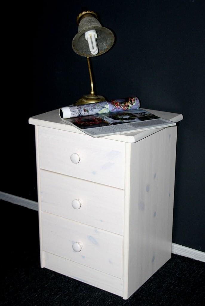 massivholz nachttisch nachtkommode nachtkonsole mario kiefer massiv wei gewischt. Black Bedroom Furniture Sets. Home Design Ideas