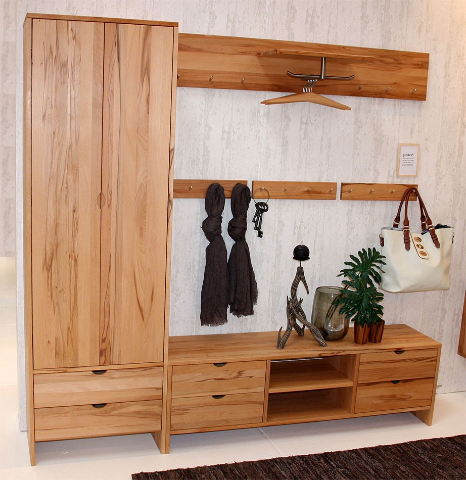 garderobe aus unbehandeltem holz. Black Bedroom Furniture Sets. Home Design Ideas