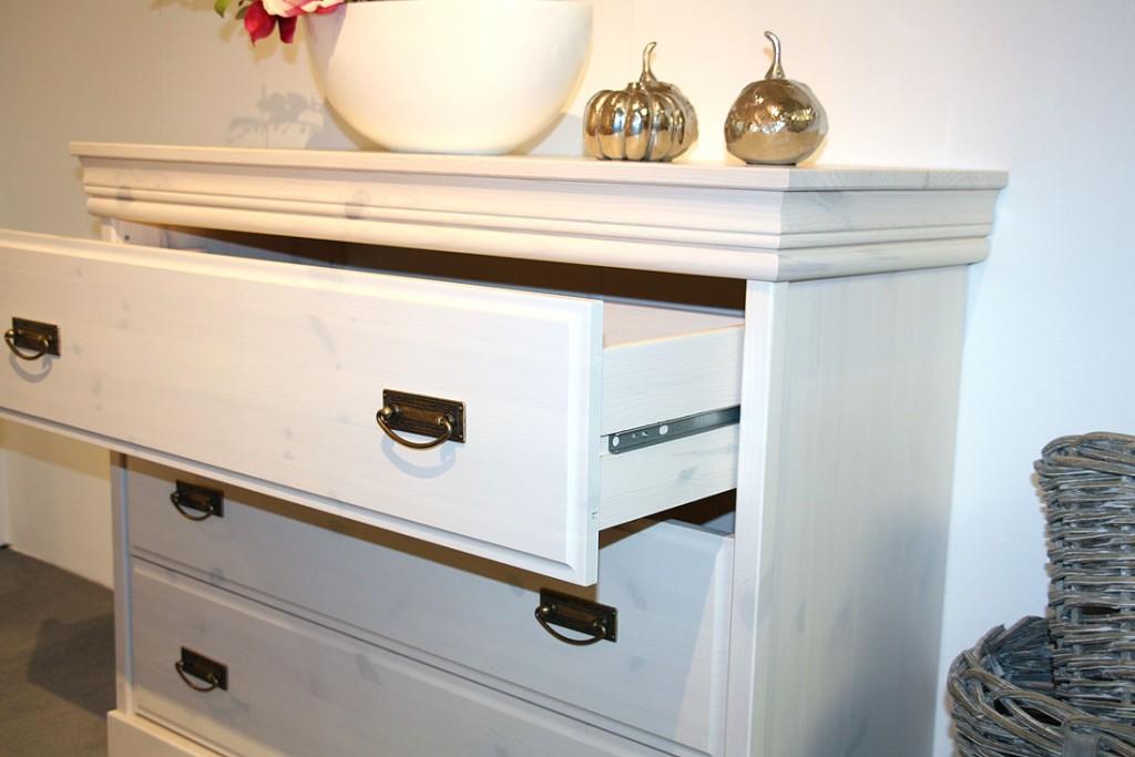 massivholz schubladenkommode w schekommode wei kiefer massiv. Black Bedroom Furniture Sets. Home Design Ideas