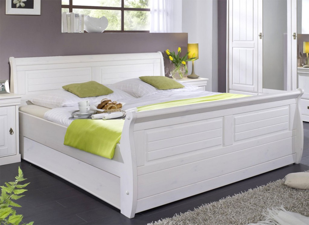 massiv holzbett 180x200 bett doppelbett kiefer massiv holz wei kolonial. Black Bedroom Furniture Sets. Home Design Ideas