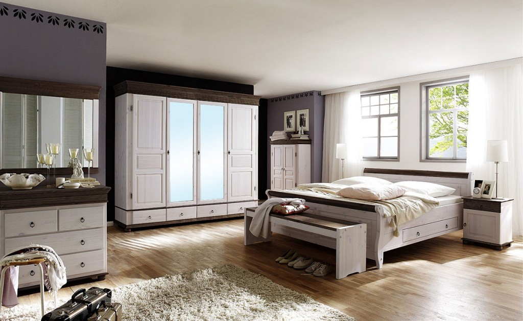 kleiderschrank 4 t rig wei kolonial schlafzimmerschrank kiefer massiv. Black Bedroom Furniture Sets. Home Design Ideas