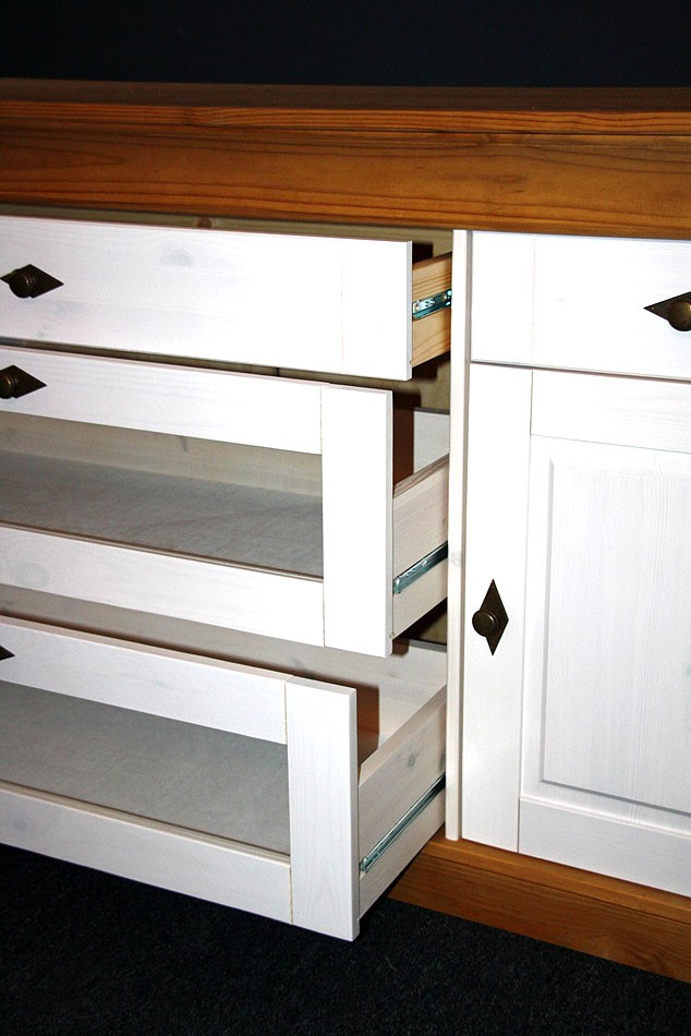 massivholz sideboard anrichte kommode bergen kiefer massiv. Black Bedroom Furniture Sets. Home Design Ideas
